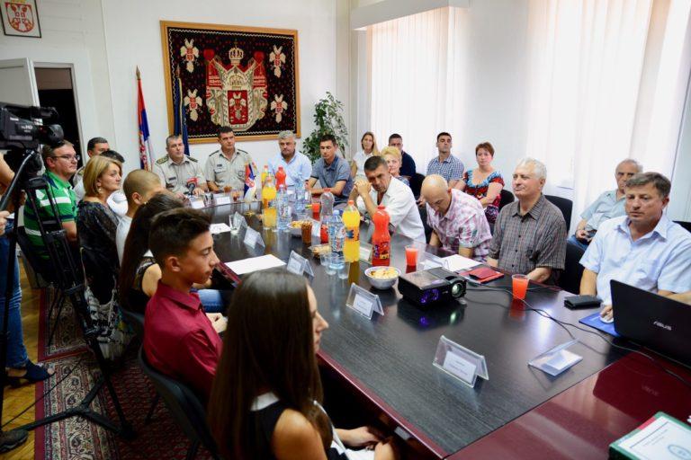 Svečani ispraćaj kadeta iz Pirotskog okruga u srednje vojne škole i fakultete