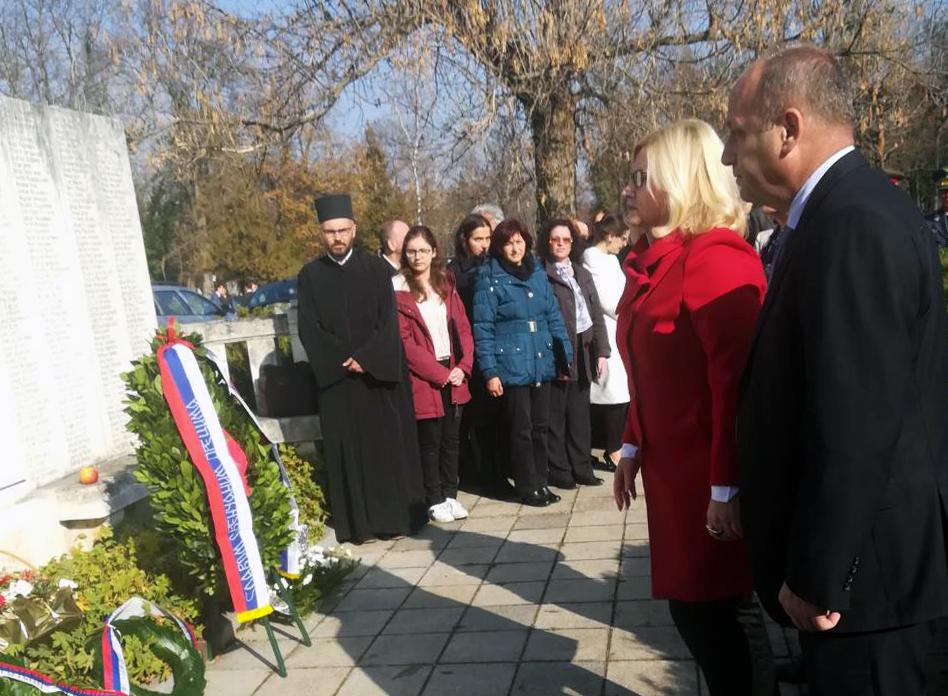 Delegacija Pirotskog okruga položila vence na spomenik srpskim borcima na Orlandovcu