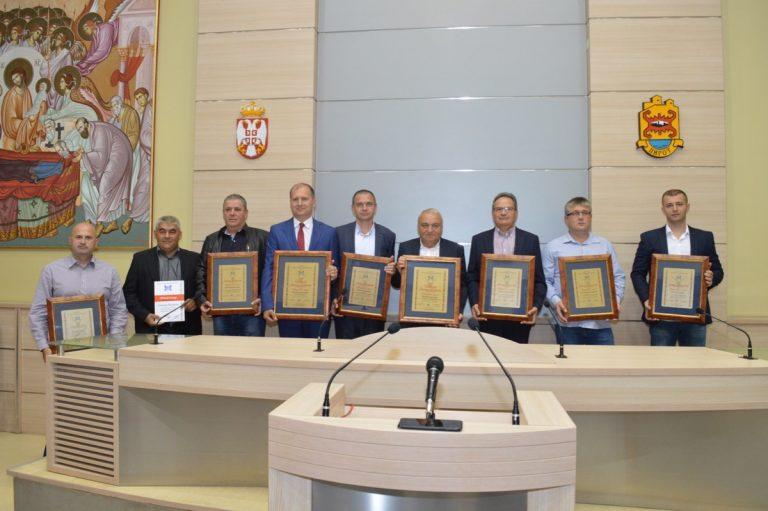 Priznanja uspešnim privrednicima Pirotskog okruga. Vladimir Ilić i Dragan Ćirić privrednici godine