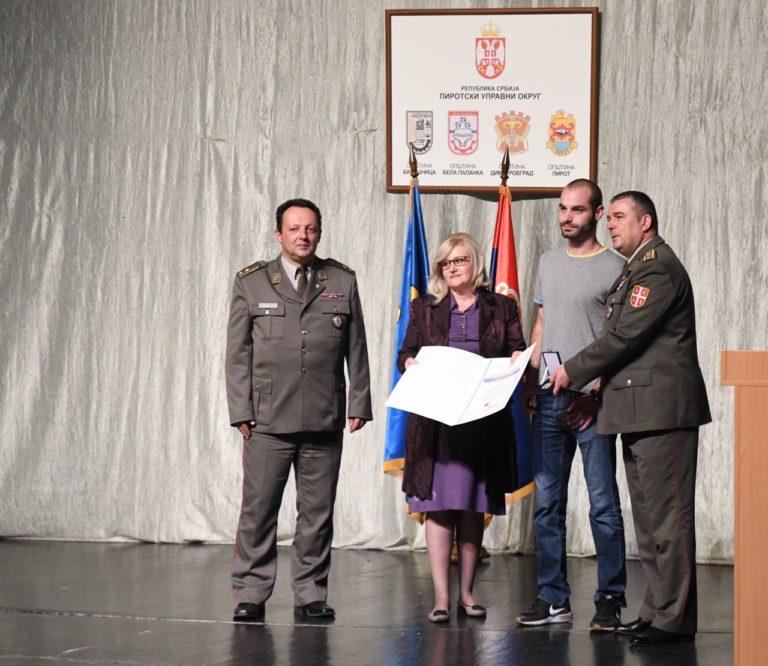 Značke i zahvalnice vojnicima koji su služili dobrovoljno vojni rok sa oružjem